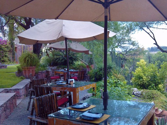 Nirvana Restaurant and Retreat: outdoor seating