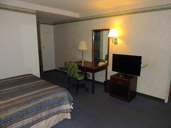 Budget Host Inn & Suites: 2 Bedroom Suite