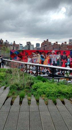 The High Line: High Line Park - street art