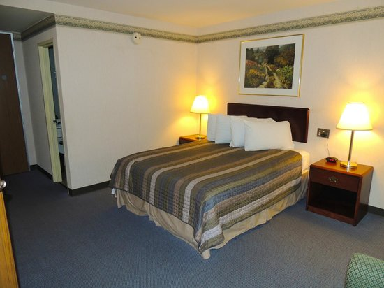 Budget Host Inn & Suites : 2 Bedroom Suite