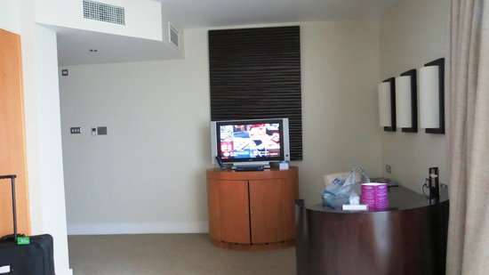 Cork International Hotel : TV and work station