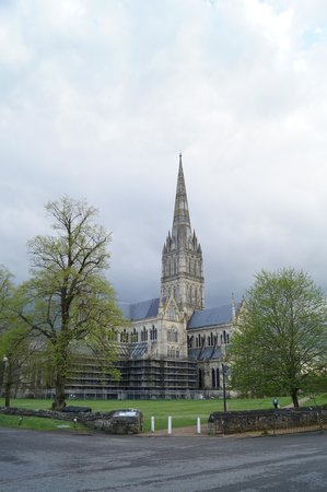 Sarum College: the view of the cathedral from the main gate of the place