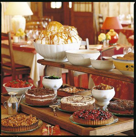 Les Skieurs : chariot de desserts maison