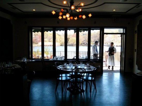 Bistro Citron: La salle privatisable avec vue sur le lac