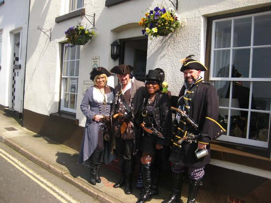 Sampford Guest House: Pirates welcome :-)