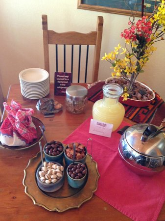 The Suites at Sedona: Daily snacks
