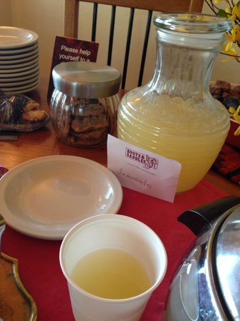 The Suites at Sedona: Fresh lemonade daily