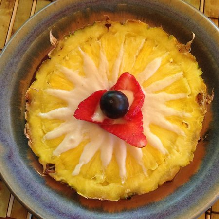 The Suites at Sedona: Lovely pineapple with soy creme for breakfast