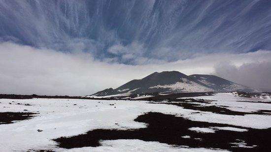 Monte Etna: Vulkanlandschaft mit Schnee