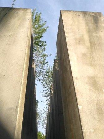 Jüdisches Museum: installazione architettonica in memoria degli ebrei vittime in europa