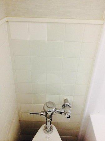 Row NYC Hotel: bathroom tiles