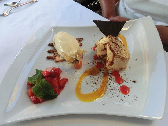 Roland Restaurant : Dessert:  Limonencrepes mit Erdbeersalat
