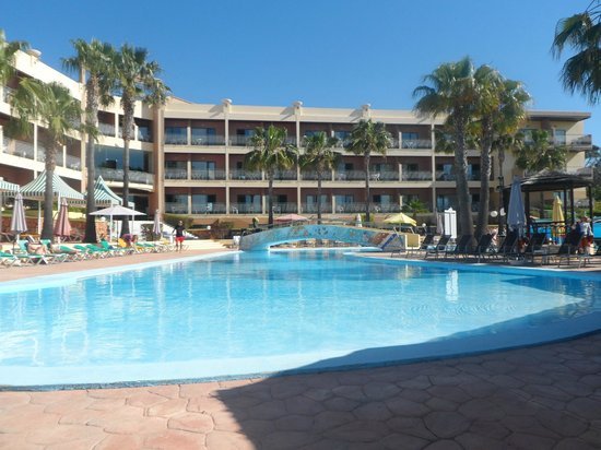 Baia Grande: Hotel from the pool