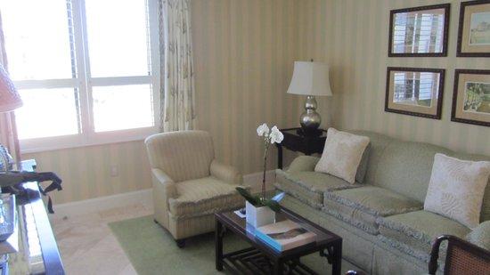 The Breakers : Living Room in Suite