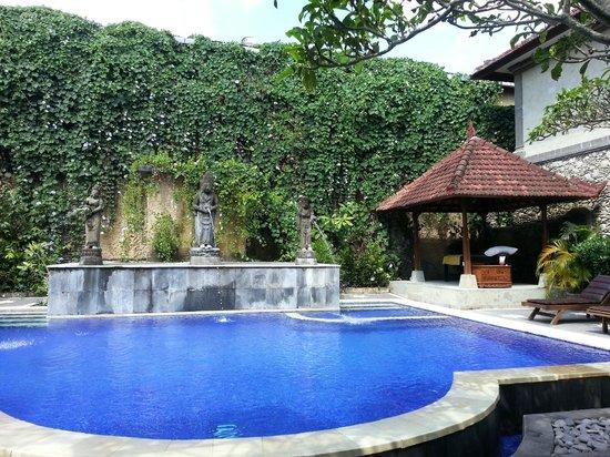 Sahadewa Resort & Spa: Piscina