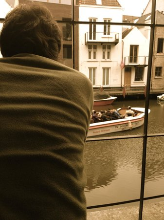 Ghent River Hotel: Watching the boat tours go by