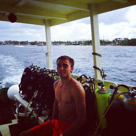 Alex Scuba : Nic getting ready for Palancar Garden dive