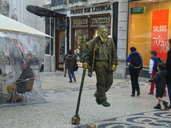 Chiado: Estatua viva e um grande equilibrista