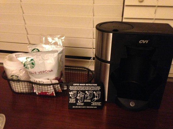 Hyatt Morristown: Coffee maker with Starbucks coffee