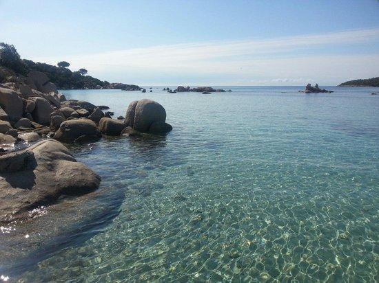 Hotel Alivi di Santa Giulia : la plage à côté