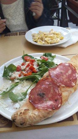 bar & food 62: Calzone and Tortellini