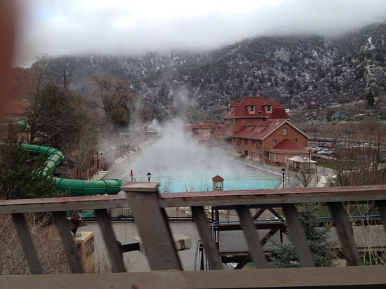 Glenwood Hot Springs Pool: view from the road