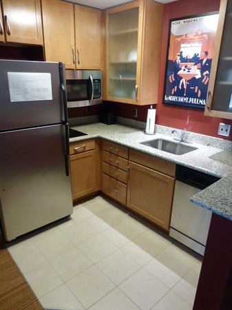 Residence Inn Pittsburgh Monroeville/Wilkins Township : Kitchen