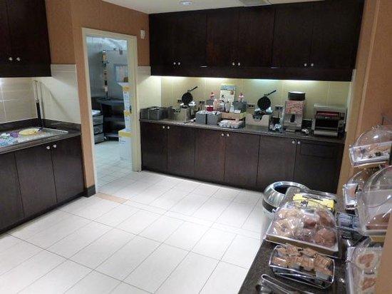 Residence Inn Pittsburgh Monroeville/Wilkins Township: Breakfast area