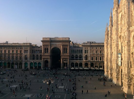 Museo del Novecento : View from the top floor, overlooking Duomo square