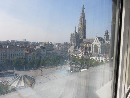 Hilton Antwerp Old Town : вид из окна номера
