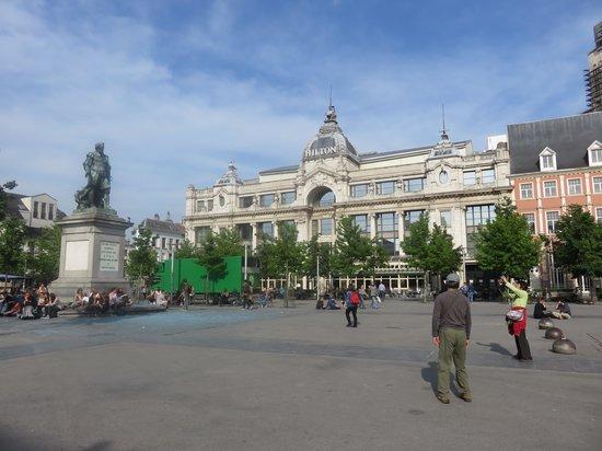 Hilton Antwerp Old Town : здание отеля