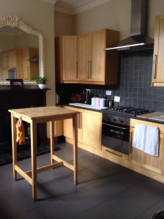 The River House: Clean and tidy kitchen