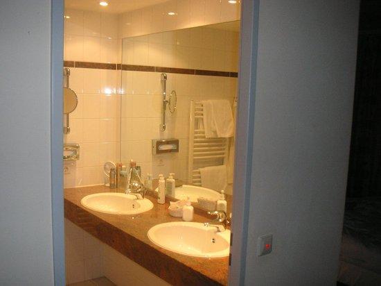 Ringhotel Am Stadtpark: Teilbereich des Badezimmers