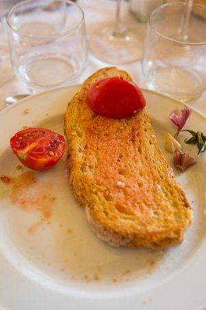 Cim: Toast with garlic,tomato and olive oil