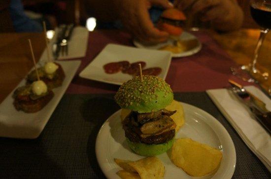 Bodega Azor: Mmmhhh! Hamburger tapa à l'Espagnol