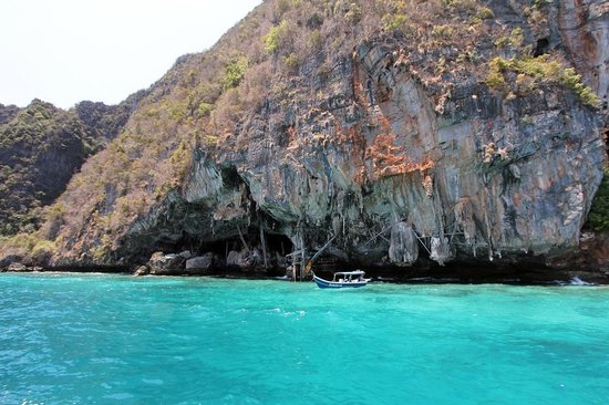 Phuket Sail Tours : Set-up for those living and gathering the bird spit/nests for soups