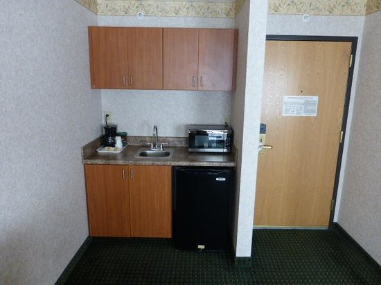 Comfort Suites : Small kitchen