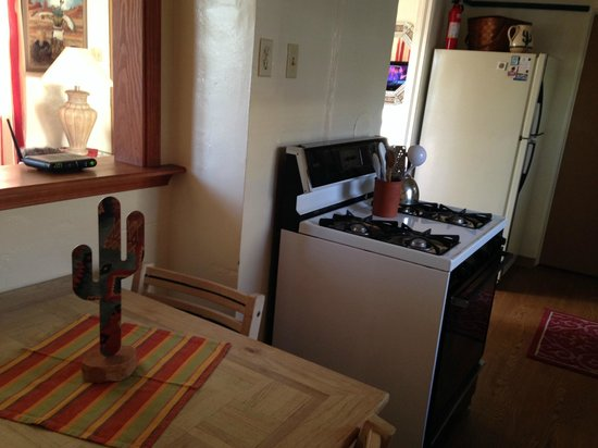 Comfi Cottages of Flagstaff: kitchen