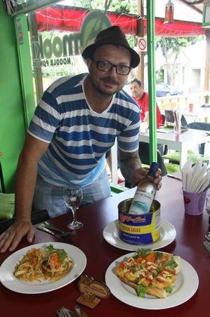 Mooki Noodle Bar : Owner Paul serves up a feast