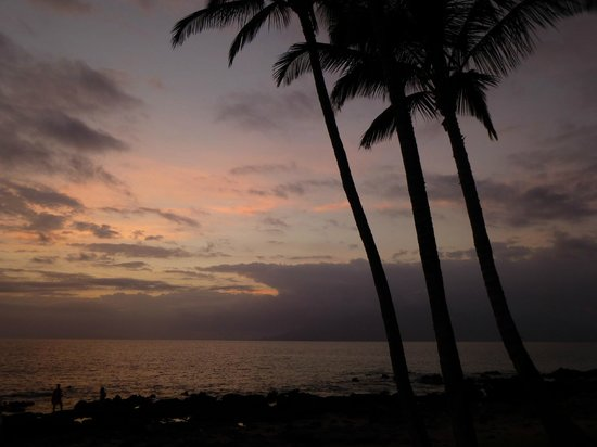 5 Palms Restaurant : View of sunset toward Lanai from patio