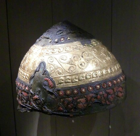 Musee d'Archeologie Nationale et Domaine: Casque IVe siècle avant JC