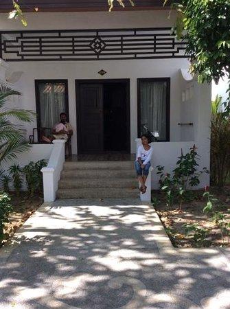 Duangjitt Resort & Spa: outside our bunglow