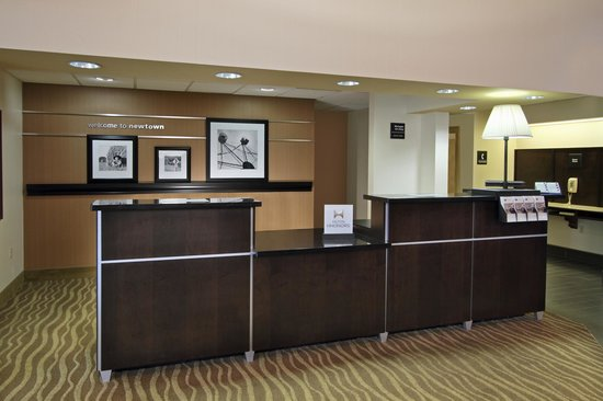 Hampton Inn & Suites Newtown: Welcoming New Lobby Area