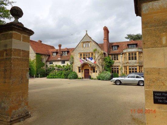Belmond Le Manoir aux Quat'Saisons: Wow, what a lovely building.