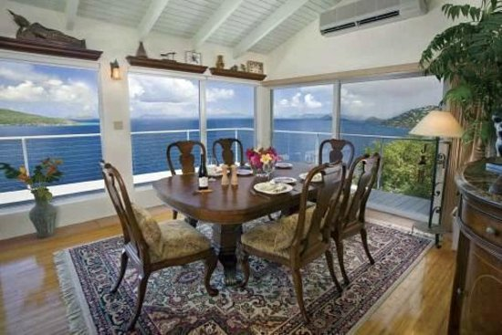 Villa Papillon : Dining Room with 180 degree view