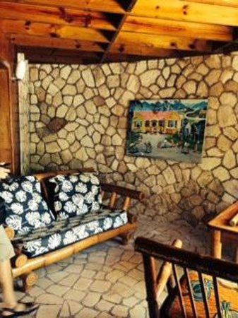 Rockhouse Hotel: Yes there are lots of rocks and stone