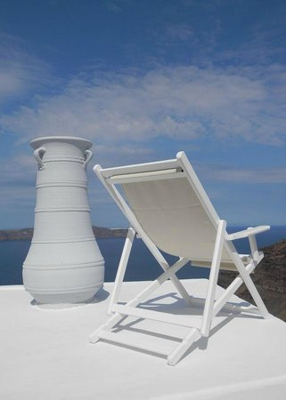 Cliff Side Suites: Oir new sun lounger