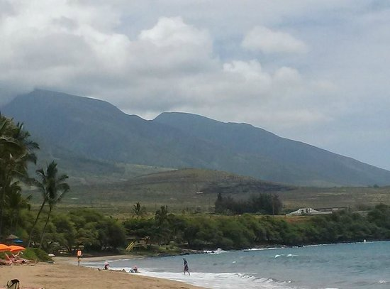 Hyatt Regency Maui Resort and Spa : On the beach a view of the mountains