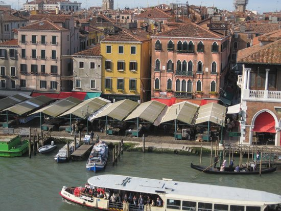 Foscari Palace: Market from roof top