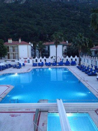 Karbel Hotel: Pool